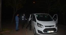 Adana'da alkollü kişi bekçilerin üzerine panelvan araç sürdü