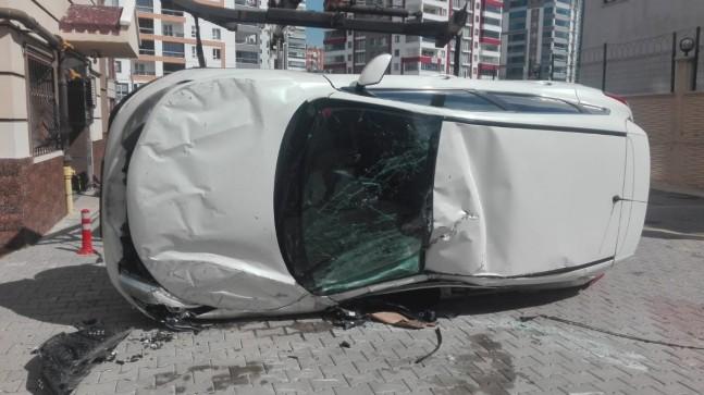 Ankara'da pedalları karıştıran sürücü kaza yaptı