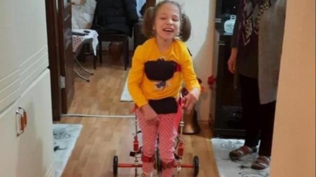 Kocaeli'de SP hastası Miray'ın 'ilk adım' mutluluğu