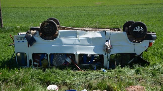 Sivas'ta işçi minibüsü devrildi: 5 yaralı