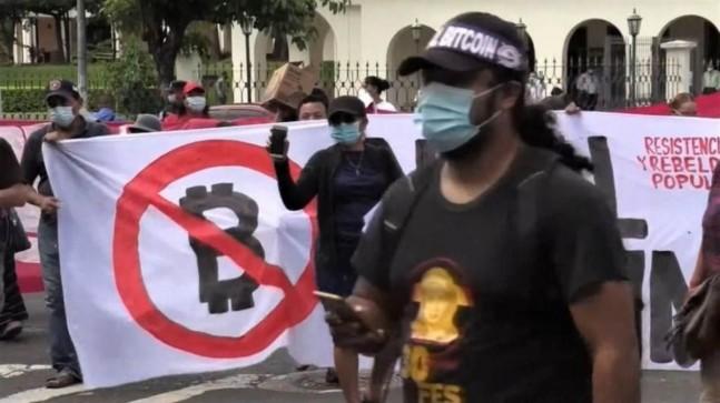 El Salvador vatandaşları, Bitcoin yasasını protesto ediyor